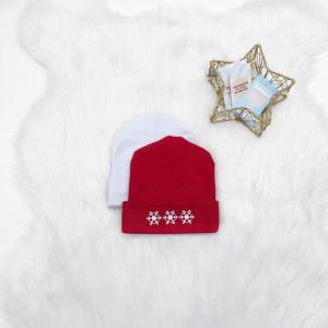 Шапочка с отворотом и снежинками - фото