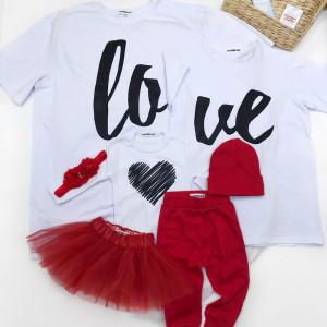 Набор семейных футболок LOVE мама/папа/дочь - фото